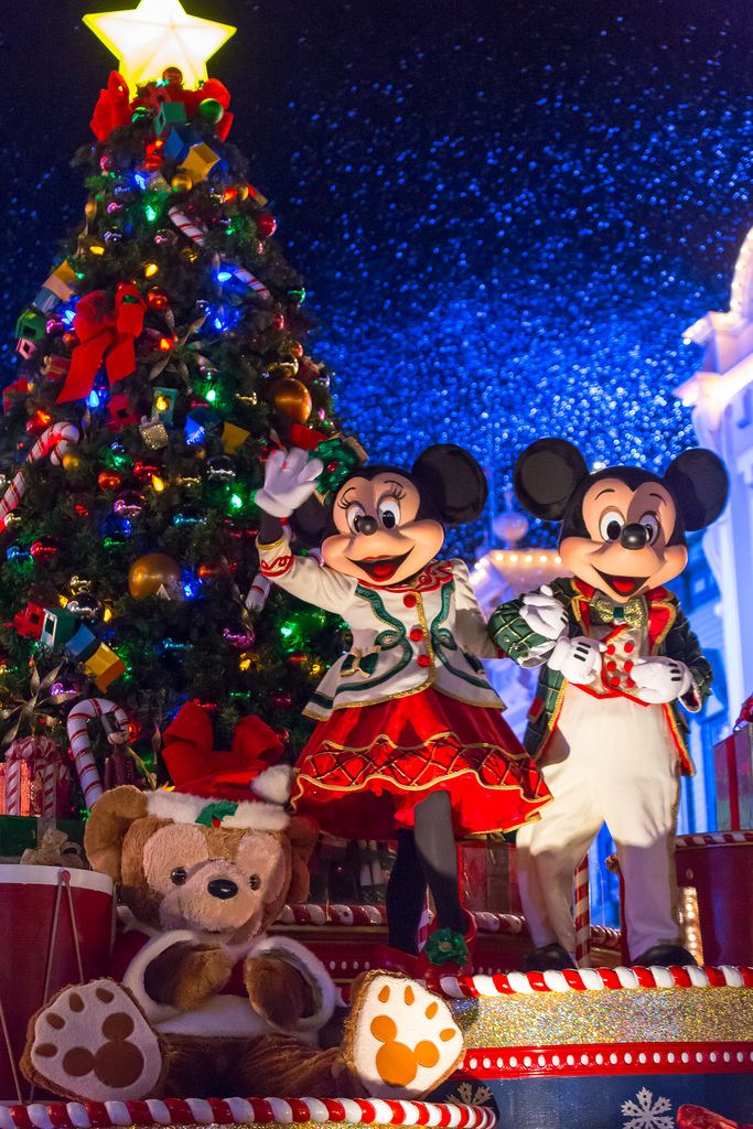 Christmas Minnie Mouse Disneyland.My French Life Ma Vie Francaise
