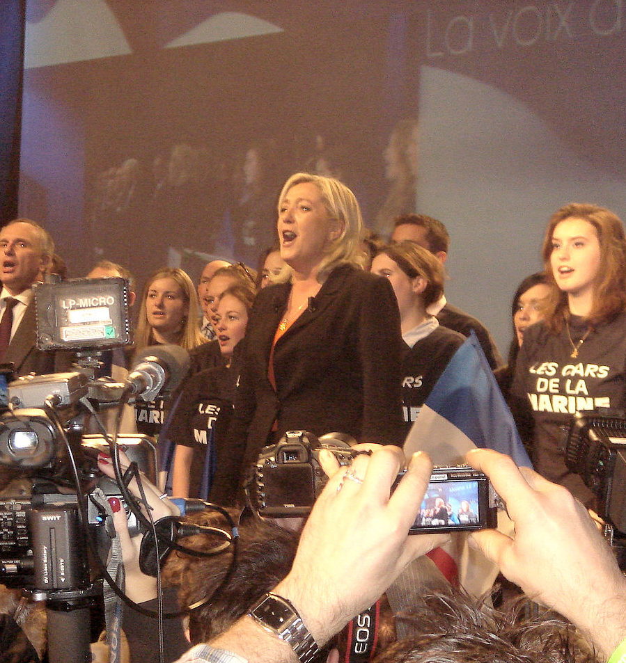 MyFrenchLife™ – MyFrenchLife.org - French Presidential election - Marine Le Pen - campaign - Marseillaise - singing