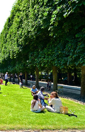 MyFrenchLife™ - picnic spots in Paris - luxembourg gardens