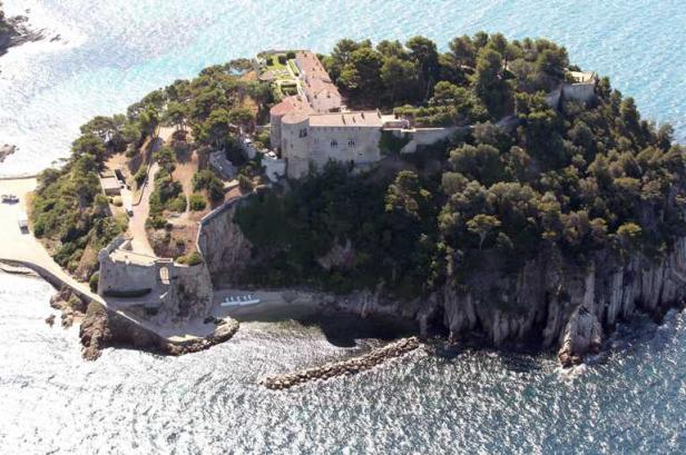 MyFrenchLife™ - French President - Francois Hollande - island