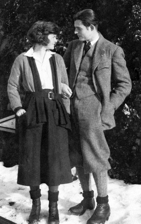 ErnestHemingwayHadley1922