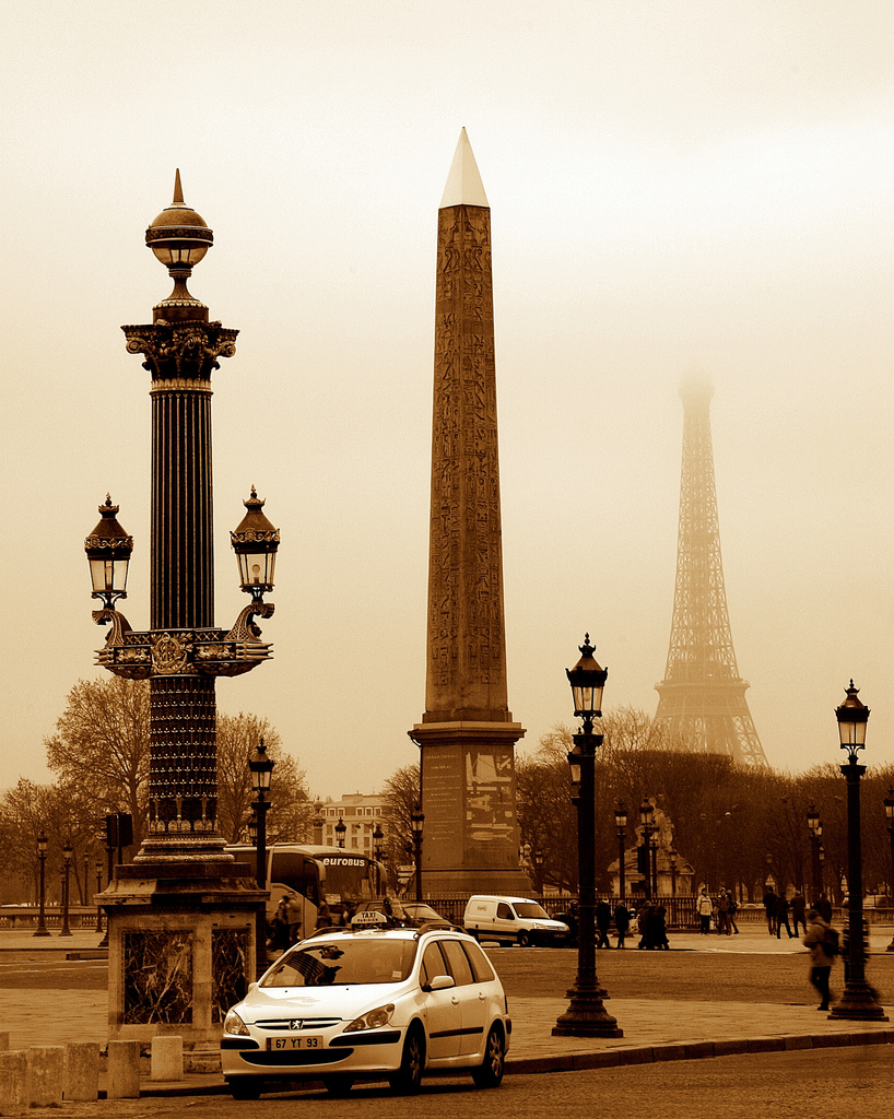 Place de la concorde - Walking tour of Paris - www.MyFrenchLife.org