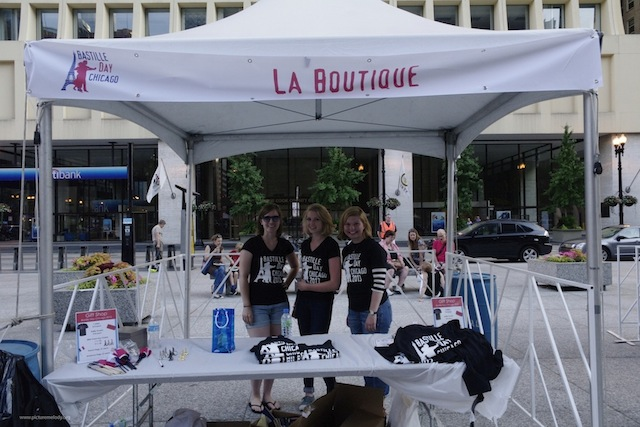 My co-volunteers and I selling t-shirts at la boutique!