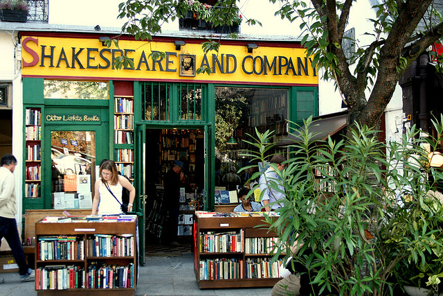 Things to do in Paris - Shakespeare and Company - www.MyFrenchLife.org