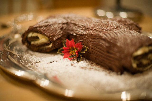 MyFrenchLife™ – MyFrenchLife.org – Christmas in France – food – traditions – facts – how is Christmas celebrated in France – Buche de Noel