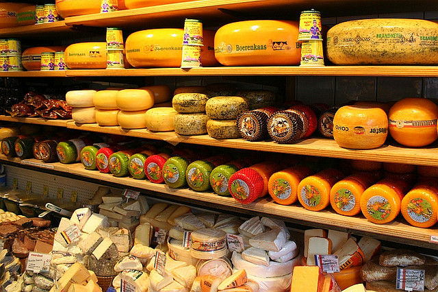 MyFrenchLife™ - Food Shopping in Paris - fromagerie