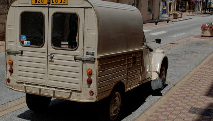 Gilets Jaunes: Reflections on the Revolution in France - MyFrenchLife.org - Truck Pixabay - https://lh3.googleusercontent.com/rFKkDcHd_ih8SLRlV2Pc8h7a5ukVLkLzyGaWw4EdfADOl9Rj8bG8dtgJ8InBKh8ScCZfkA=s149