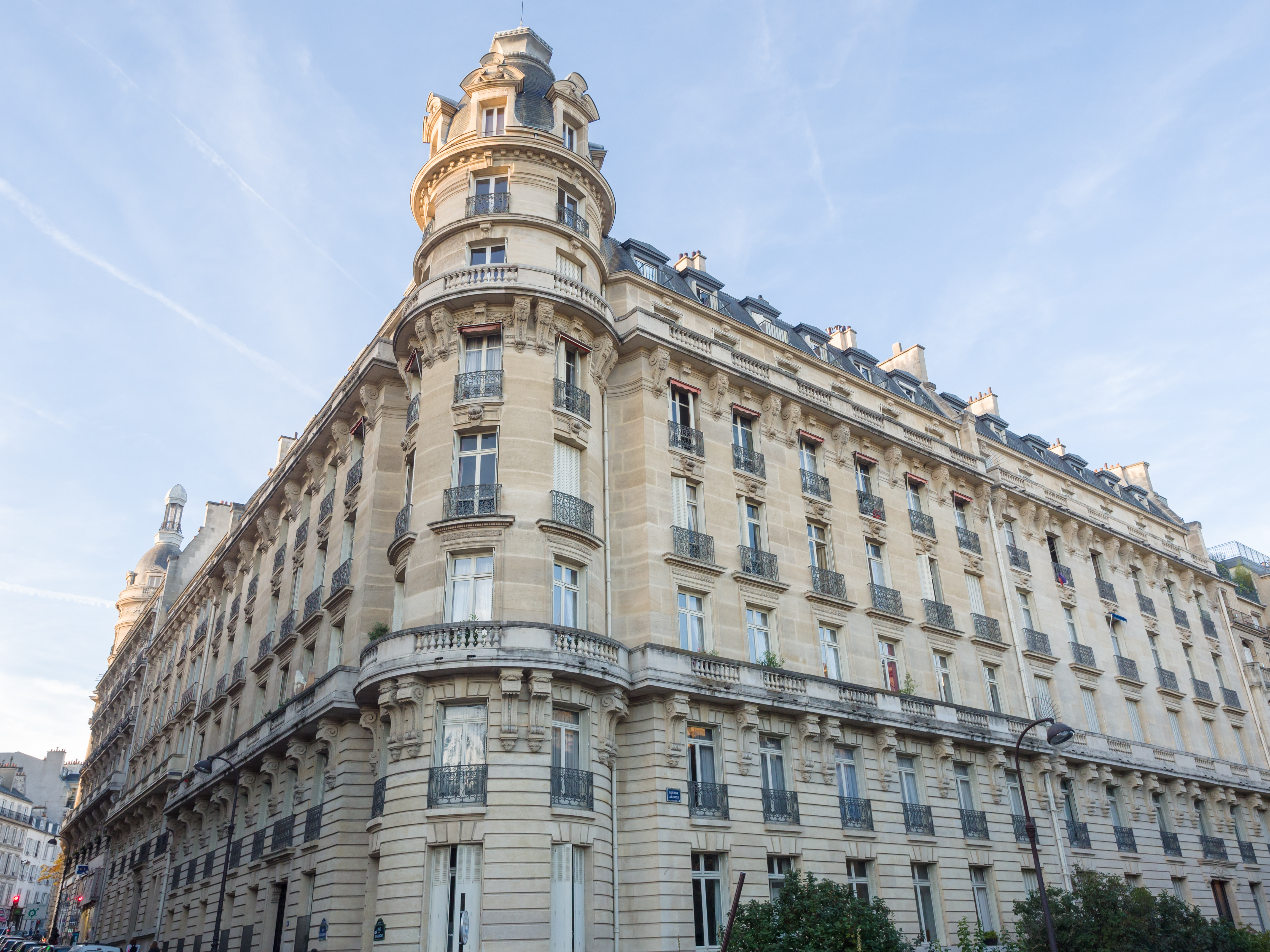 MyFrenchLife™ – MyFrenchLife.org - Baudelaire - Paris - Les fleurs du mal - flaneur - building