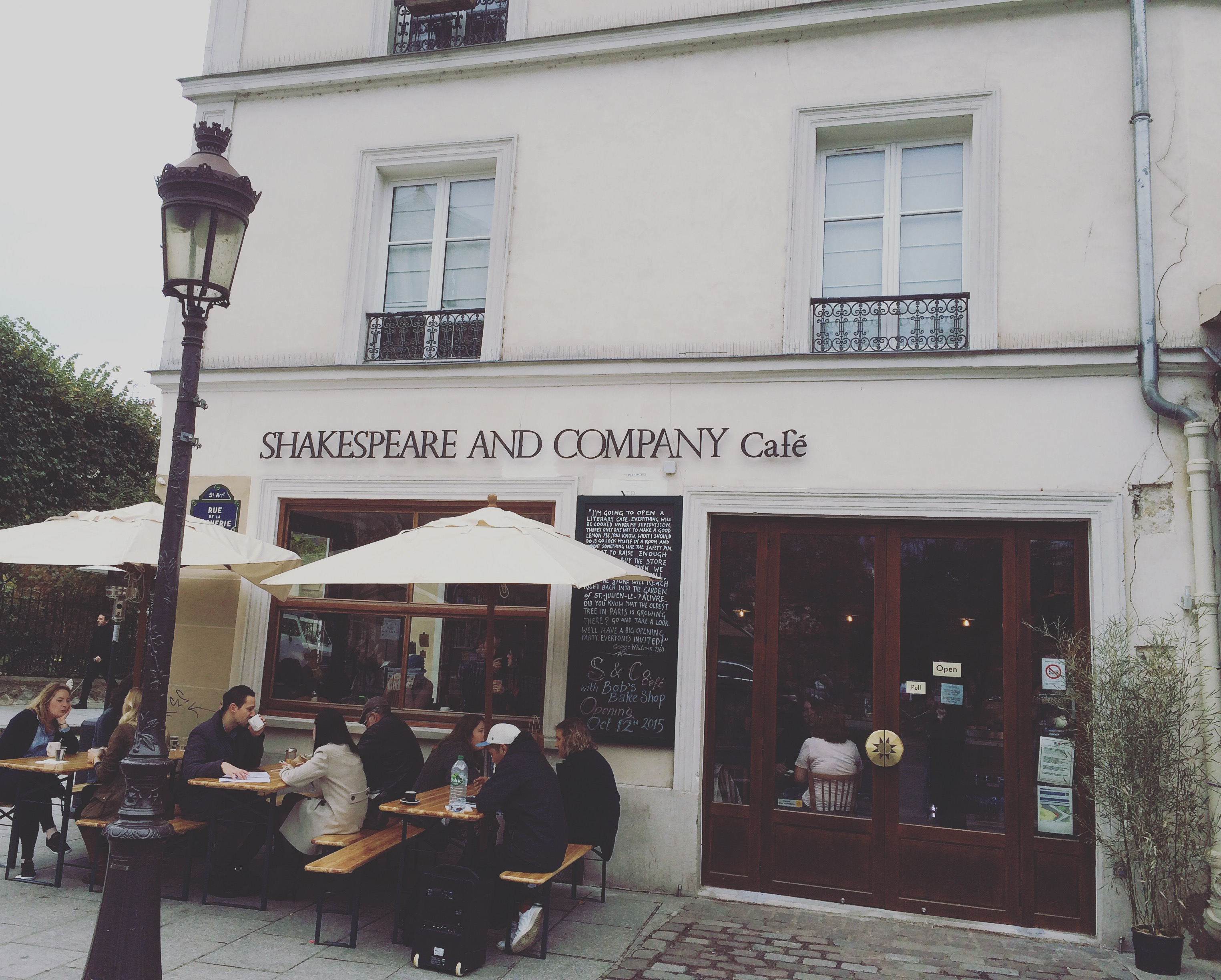 MyFrenchLife™ - Shakespeare and Company - Shakespeare and Company café exterior