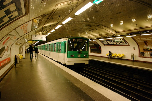 MyFrenchLife™ - French Rail System - Janelle_Gould_-_Navigating_French_Rail_-_Abbesses_Platform