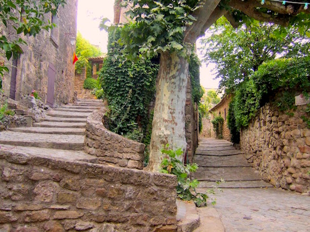 MyFrenchLife™ – MyFrenchLife.org – Exploring Provence - medieval village - Old Town
