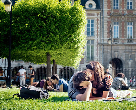 MyFrenchLife™ – MyFrenchLife.org – Paris Insight – Splendor in the Grass – MidlifeinParis – Kevin Doolan – street photography