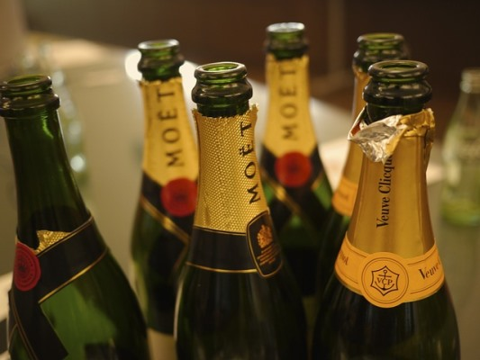 MyFrenchLife™- Champagne Guide - Moët and Veuve bottles - MyFrenchLife.org