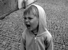 MyFrenchLife™ - MyFrenchLife.org - French parenting expectations - screaming child
