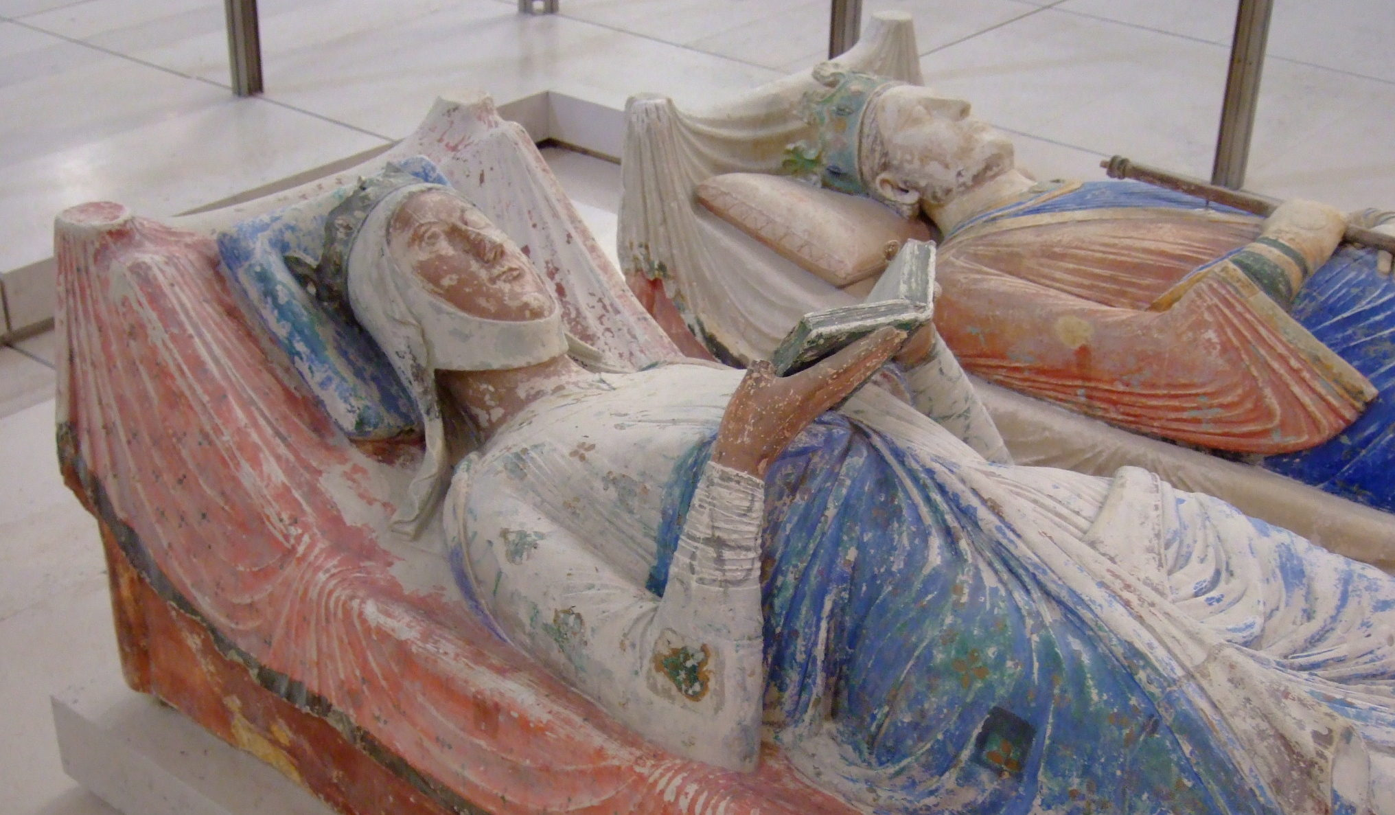 MyFrenchLife™ - MyFrenchLife.org - Eleanor of Aquitaine - grave-Fontevraud
