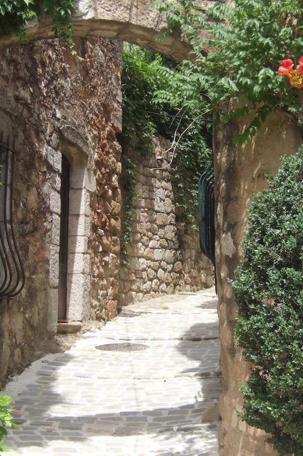 MyFrenchLife™ - MyFrenchLife.org - Exploring Provence - medieval village - Stonework Alley