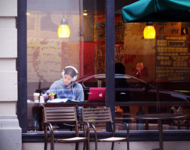 MyFrenchLife™ - MyFrenchLife.org - Finesse your French - Advanced French skills - studying in a cafe
