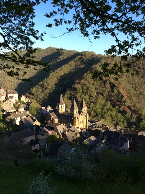MyFrenchLife™ - MyFrenchLife.org - Ray Johnstone - Medieval village at Conques France - Conques from above