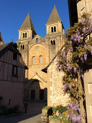 MyFrenchLife™ - MyFrenchLife.org - Ray Johnstone - Medieval village at Conques France - The streets at Conques