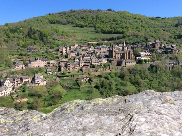 MyFrenchLife™ - MyFrenchLife.org - Ray Johnstone - Medieval village at Conques France - View over the town