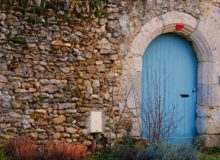 Blue door - Adopting a detour state of mind