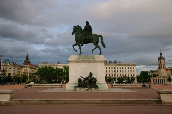 MyFrenchLife™ - lyon - louis statue