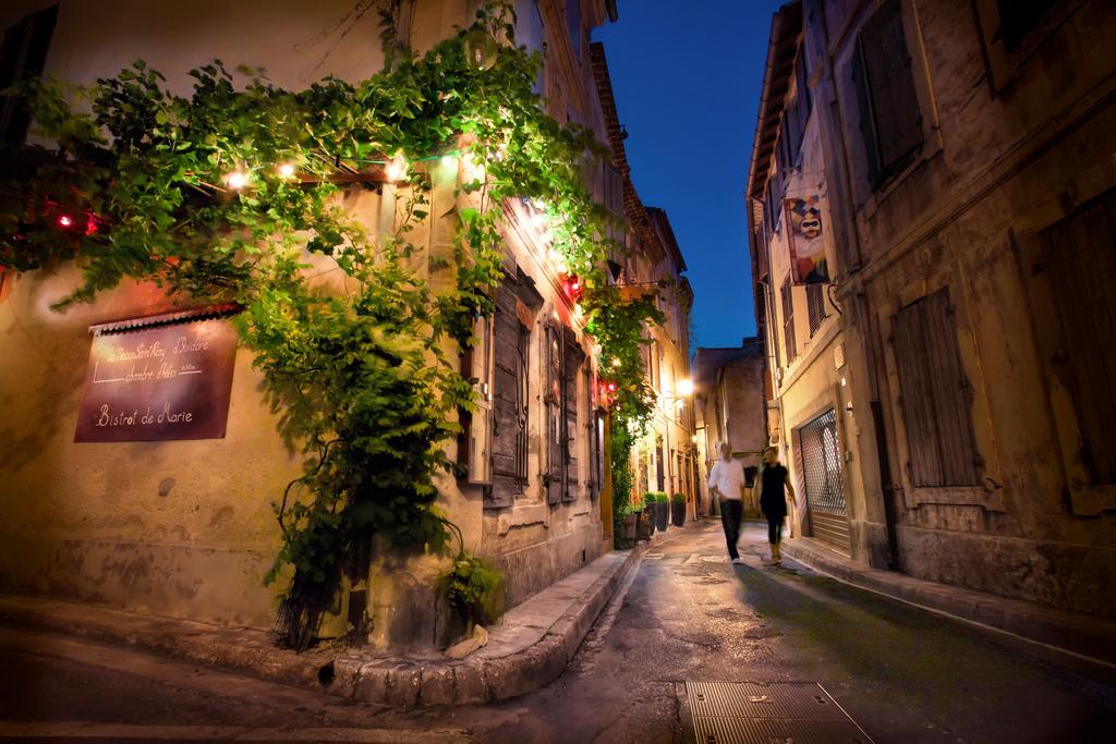 MyFrenchLife™ - Saint-Rémy de Provence - night street