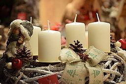 Wikimedia - Perfect French Christmas - Couronne_de_l'avent_blanche - MyFrenchLife™