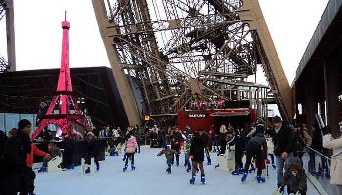 Wikimedia-Paris in January-Patinoire_Tour_Eiffel-MyFrenchLife™