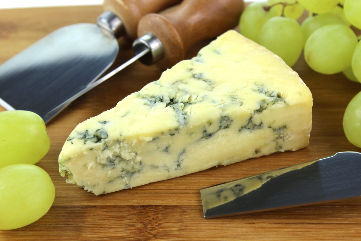 MyFrenchLife™ – MyFrenchLife.org - Roquefort cheese - blue cheese - stinky cheese - famous cheese - served with fruit