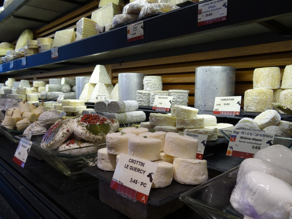 MyFrenchLife™ - MyFrenchLife.org - Paris Mosaic - artisans in Paris - Androuet Fromagerie - Cheese shops in Paris - French cheese - goat cheese