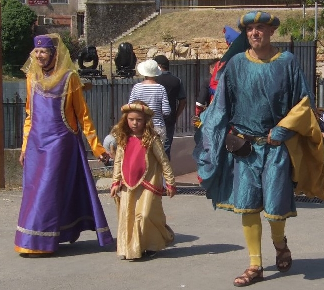 MyFrenchLife™ – MyFrenchLife.org - resolutions - 2017 - New Year - Frenchify - Frenchify your life - learn French - medieval festival - medieval costumes