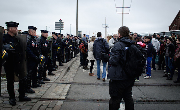 MyFrenchLife™ - refugees in Calais - police