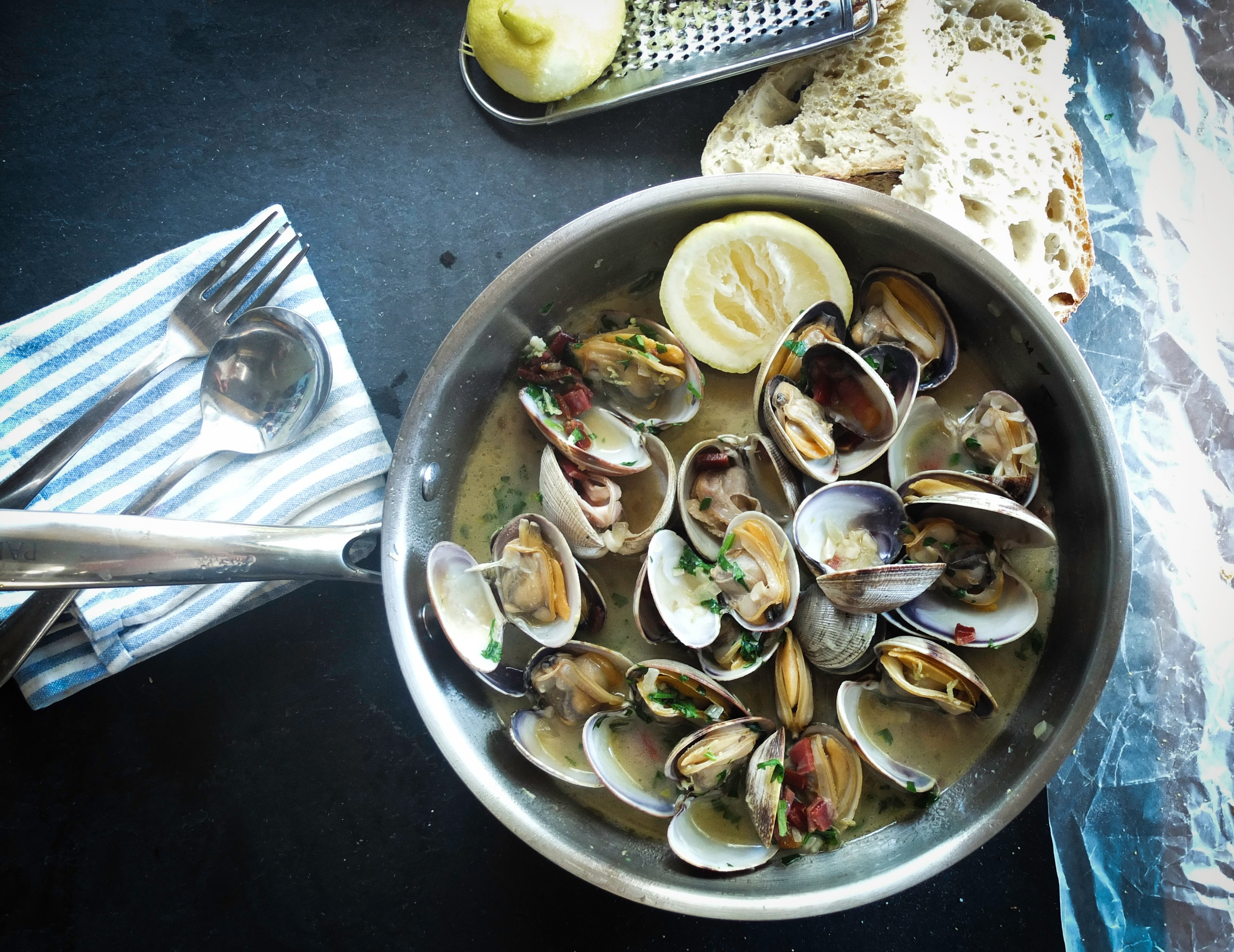 MyFrenchLife™ - MyFrenchLife.org - French food blogger - French recipes - clams