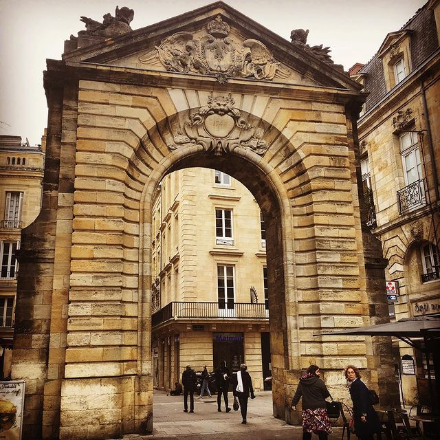 MyFrenchLife™ – MyFrenchLife.org – history in Bordeaux – porte
