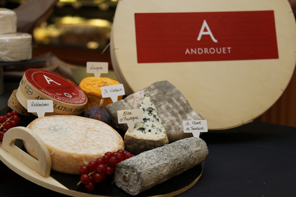 MyFrenchLife™ - MyFrenchLife.org - Paris Mosaic - artisans in Paris - Androuet Fromagerie - Cheese shops in Paris - French cheese - cheeseboard