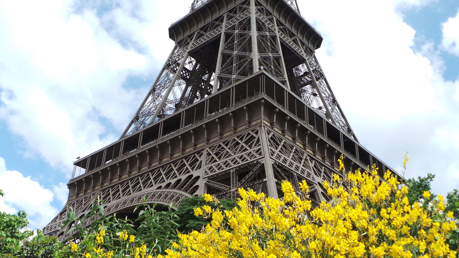 MyFrenchLife™ – MyFrenchLife.org - Paris in April - 2017 - Paris in spring - whats on - Eiffel Tower